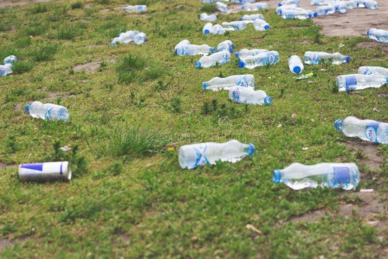 BELGRADO, SERVIË - Marathonnasleep: Plastic B royalty-vrije stock afbeeldingen