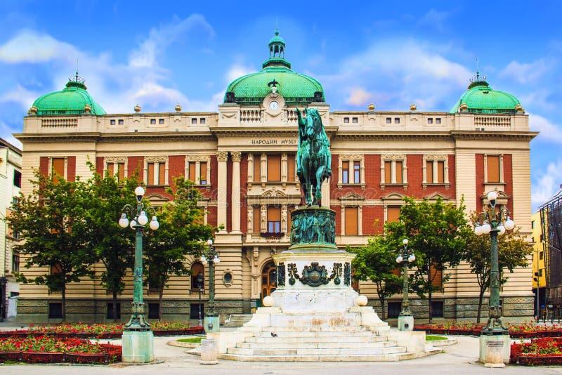 BELGRADO, SERVIË - MEI 10: Prins Mihailo Monument op 10 Mei, 2016 in Belgrado Het wordt gevestigd in het belangrijkste Vierkant v stock fotografie