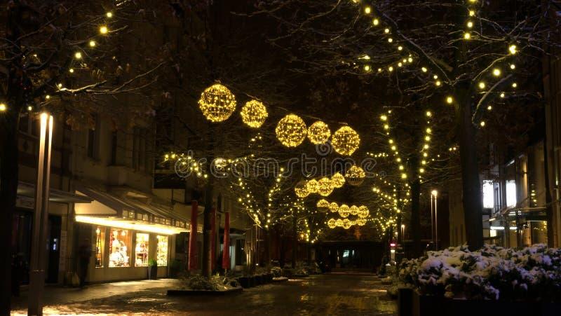 Belichtete Straßen auf Weihnachten lizenzfreies stockbild