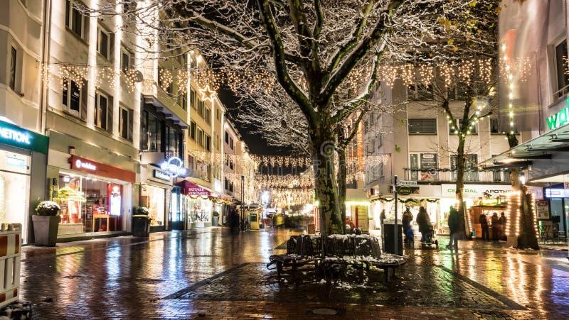 Belichtete Straßen auf Weihnachten lizenzfreies stockfoto
