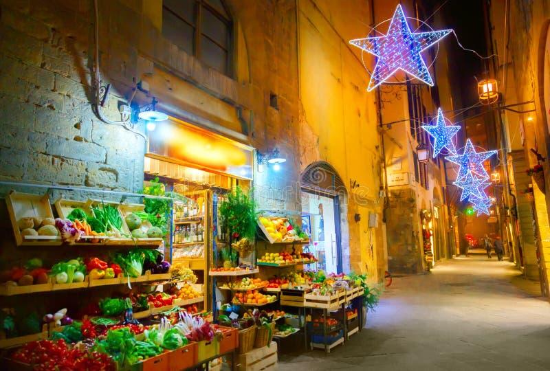 Belichtete Weihnachtsstraße in Florenz lizenzfreie stockbilder