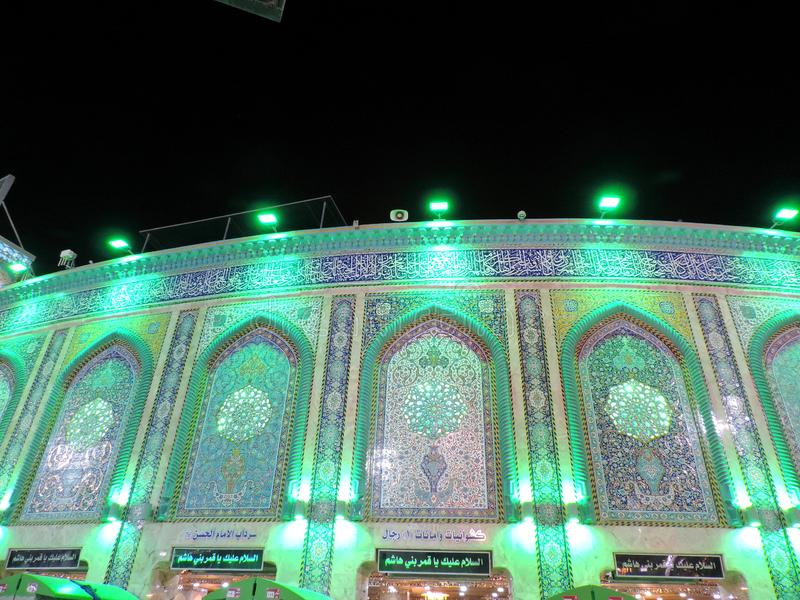 Belichteter Eingang des heiligen Schreins von Husayn Ibn Ali, Kerbela, der Irak lizenzfreie stockfotografie