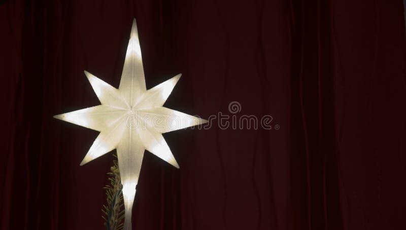 Belichteter Stern-Weihnachtsbaum-Deckel lizenzfreie stockfotos