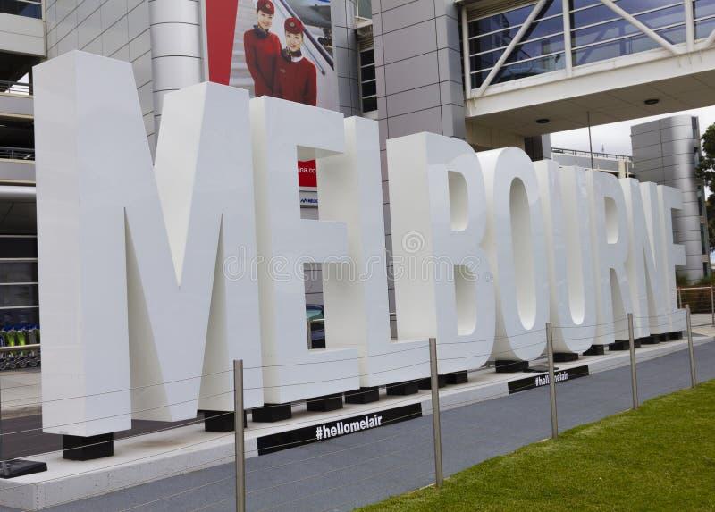 Belichtetes 'Melbourne' unterzeichnen herein Melbourne-Flughafen lizenzfreies stockbild