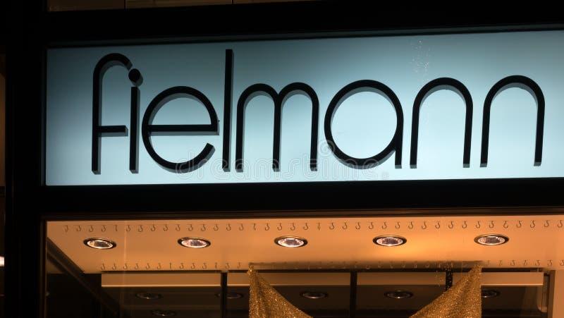 Belichtetes Firmenzeichen von FIELMANN lizenzfreies stockbild