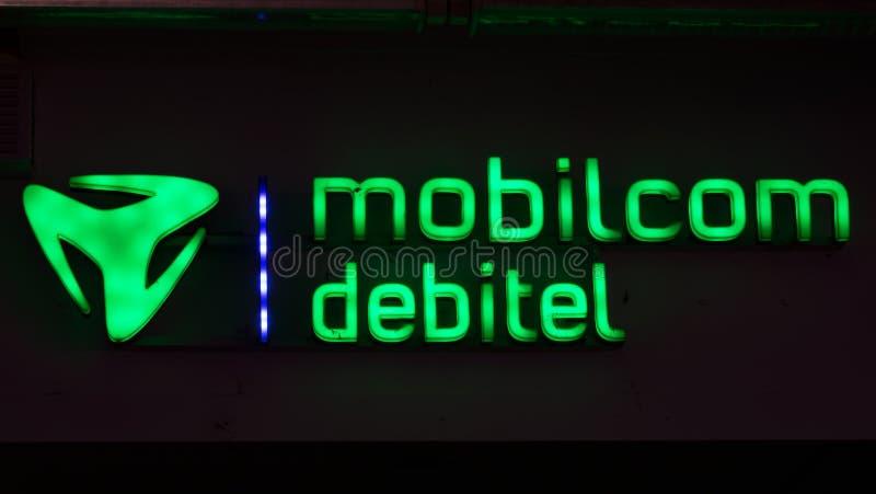 Belichtetes grünes Firmenzeichen von mobilcom debitel lizenzfreie stockfotos