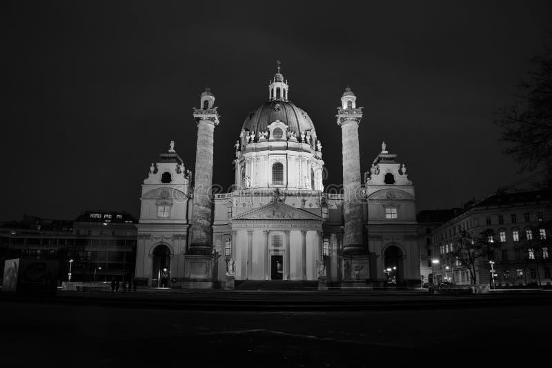 Belichtetes St. Charles Church nachts, Wien, Österreich lizenzfreies stockbild