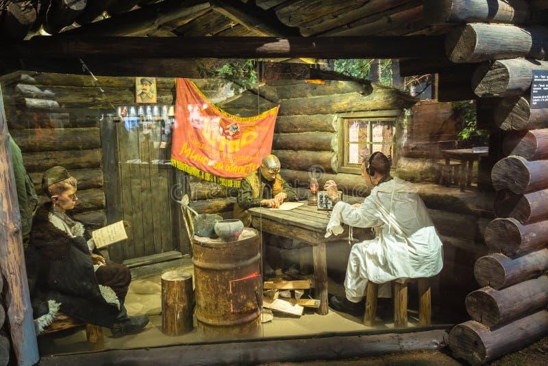 Belichtung von Waffen und von Ausrüstung im belarussischen Museum von Th lizenzfreie stockfotos