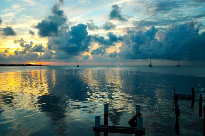 Belize solnedgång royaltyfri bild