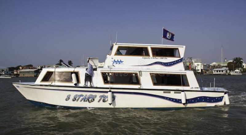 Belize-Stadt - Wasser-Rollen und Fischerboot stockfotografie