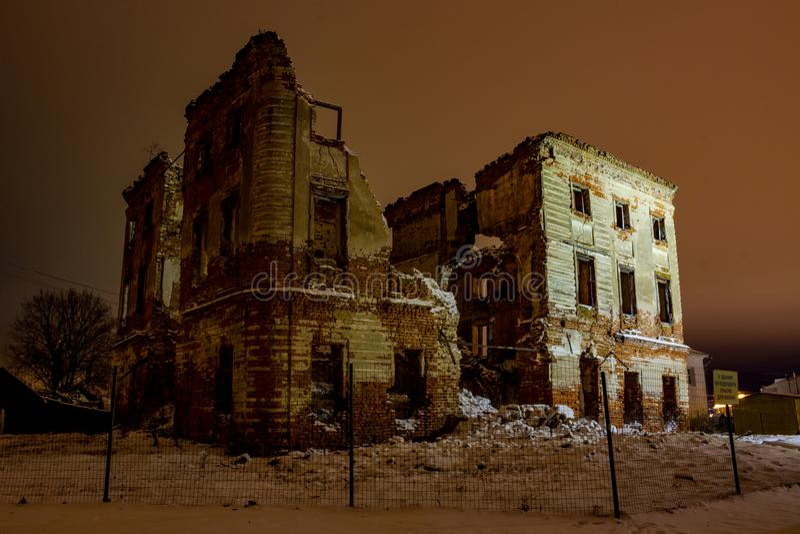 Belkino, Россия - декабрь 2015: Хмурые руины исторического имущества Belkino стоковая фотография