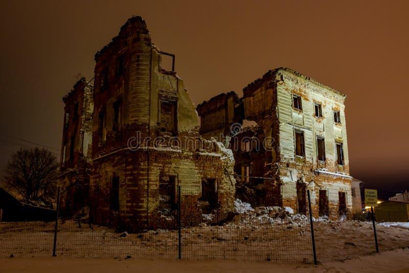 Belkino, Rusland - December 2015: De sombere ruïnes van het historische landgoed Belkino stock fotografie