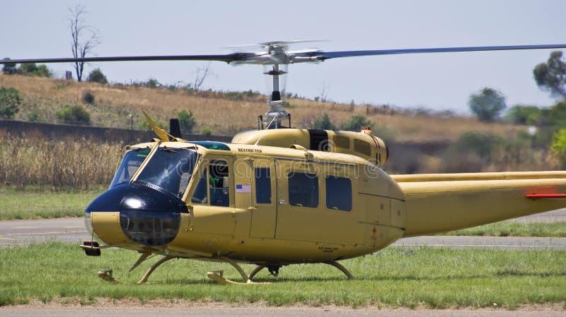Bell 205 - Irokese Bell-UH-1D-BF stockfotos