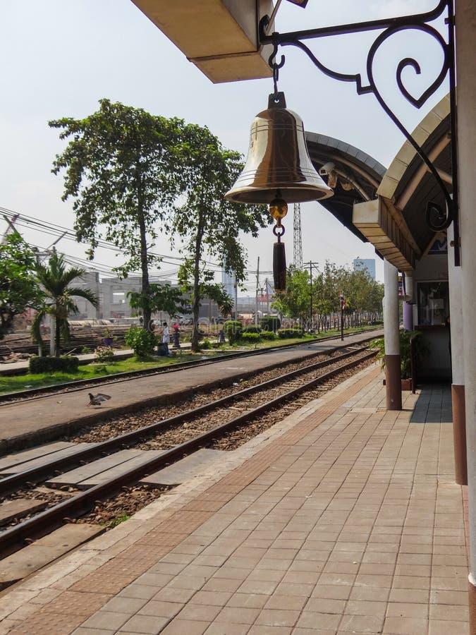 Bell auf dem railstation stockbild