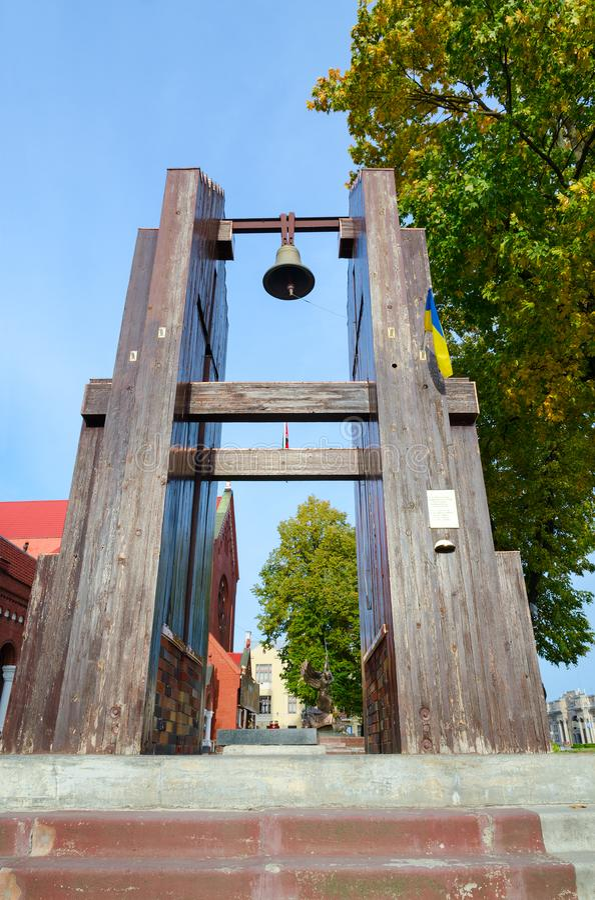 Bell conmemorativa de Nagasaki en el cuadrado de la independencia, Minsk, Bielorrusia imágenes de archivo libres de regalías