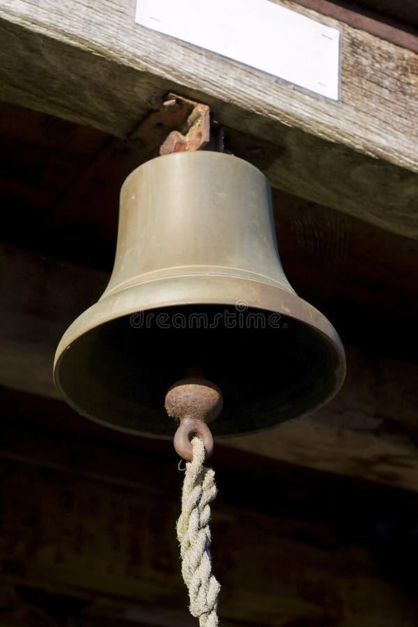 Download Bell D'attaccatura Con La Corda Della Valvola Fotografia Stock - Immagine di vecchio, serrato: 3880726