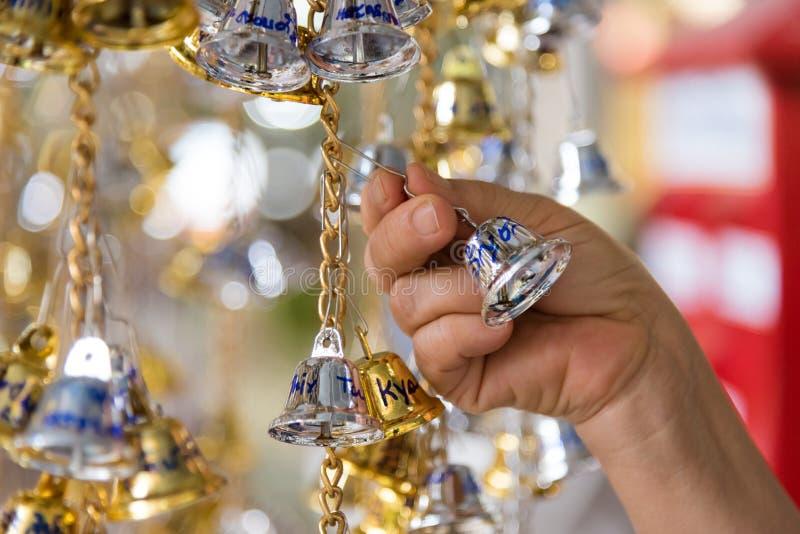 Bell d'or et en bronze est culture bouddhiste et prière pour de bon images stock