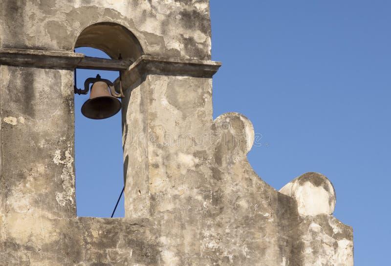 Bell dans la tour de mission photo stock