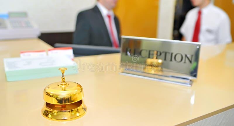 Bell en la recepción del hotel imagen de archivo libre de regalías