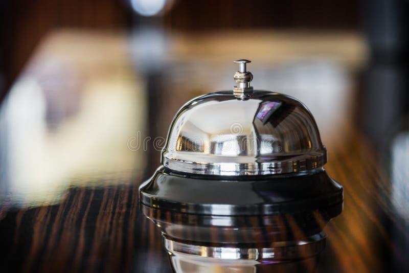 Bell en la recepción en el hotel fotos de archivo libres de regalías