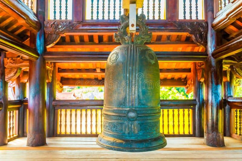 Bell enorme della pagoda di Hu Quoc, bello tempio buddista nell'isola di Phu Quoc, Vietnam immagine stock libera da diritti