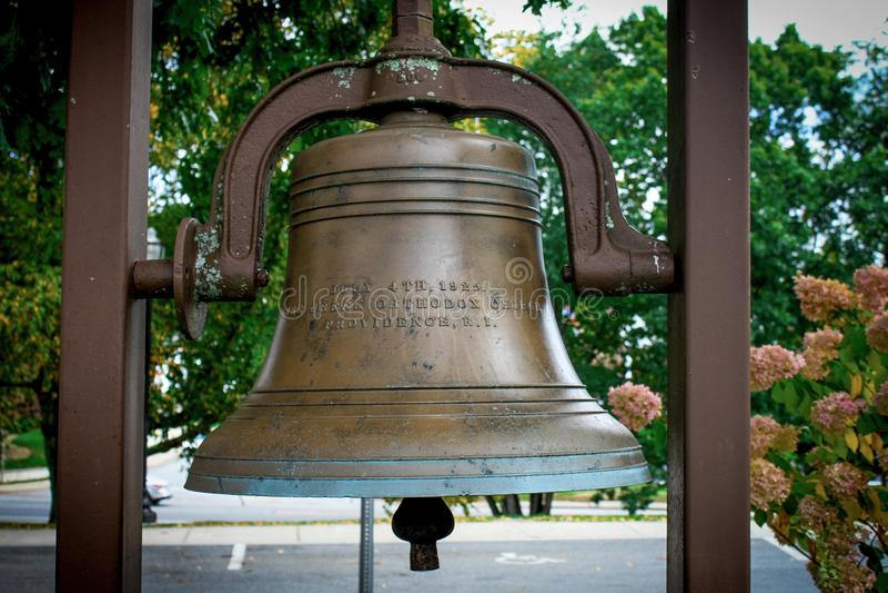 Bell na igreja do aviso, Cranston, RI fotografia de stock