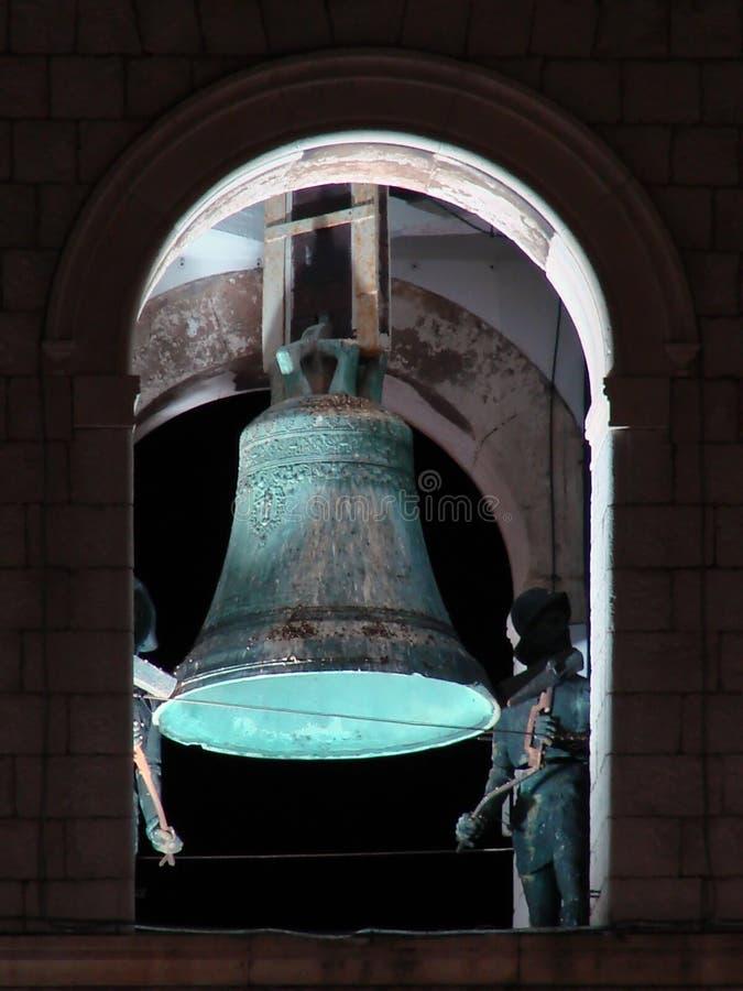 Bell nella torretta di segnalatore acustico di Dubrovnik entro la notte fotografia stock