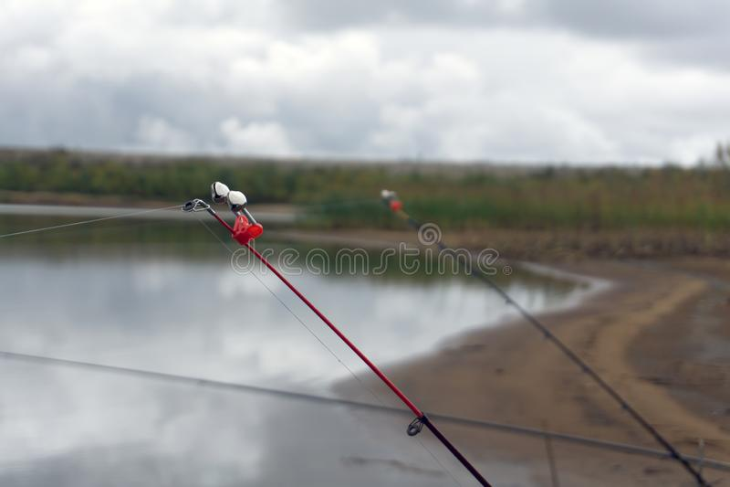 Bell pour la canne à pêche donnent la chasse de signal photo libre de droits