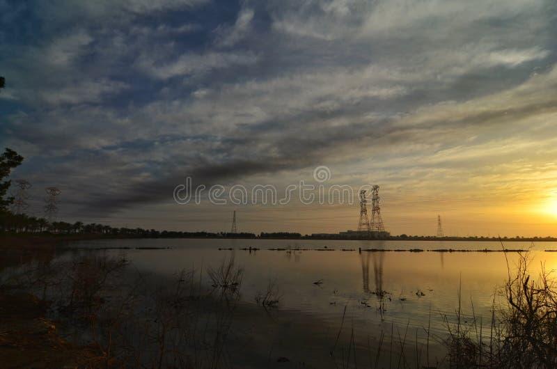 Bella alba nel lago immagine stock libera da diritti