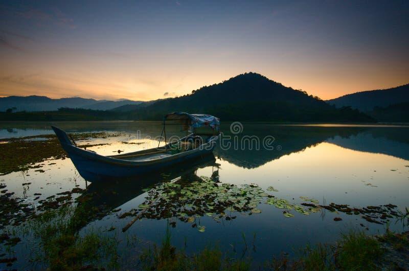 Bella alba nel lago di beris, sik kedah Malesia immagini stock libere da diritti