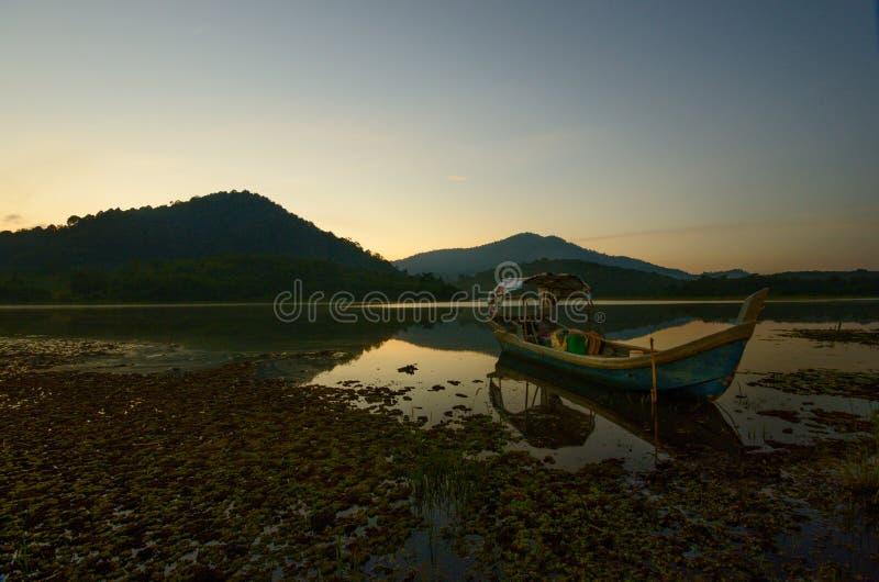 Bella alba nel lago di beris, sik kedah Malesia fotografia stock libera da diritti