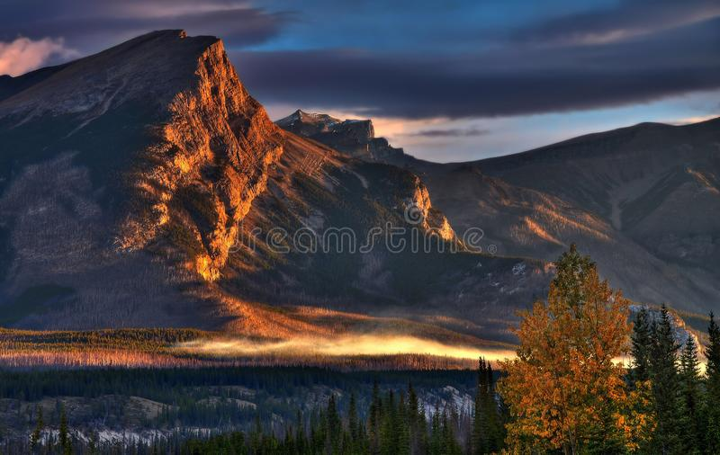 Bella alba nella valle fotografia stock