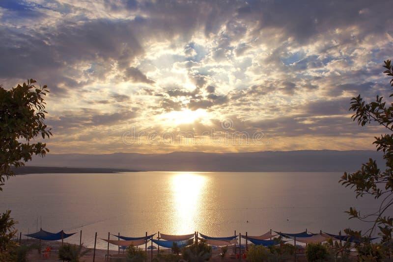 Bella alba sopra il mar Morto, Israele fotografie stock