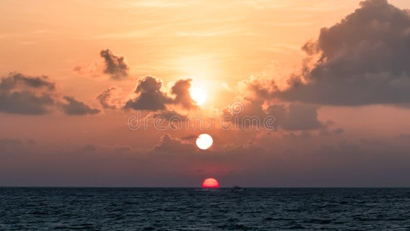 Bella alba sopra l'oceano fotografia stock libera da diritti