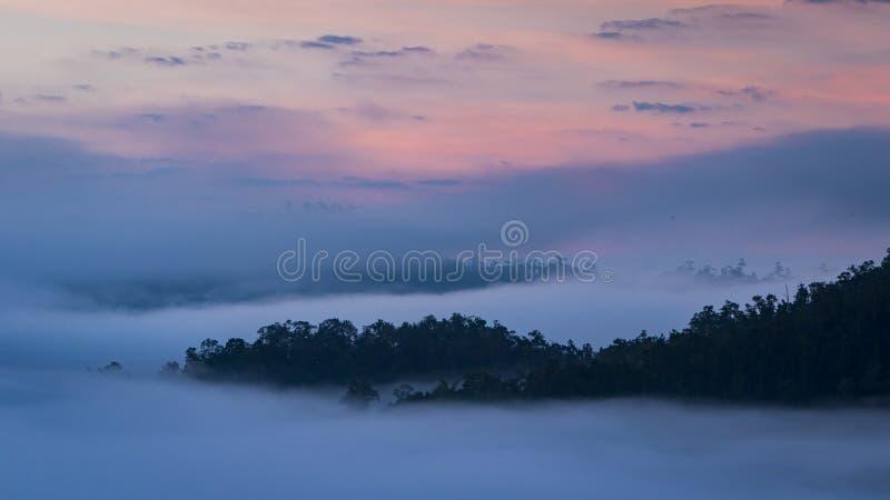 Bella alba sopra la foschia ad Yun Lai Viewpoint, Pai Thail immagine stock libera da diritti
