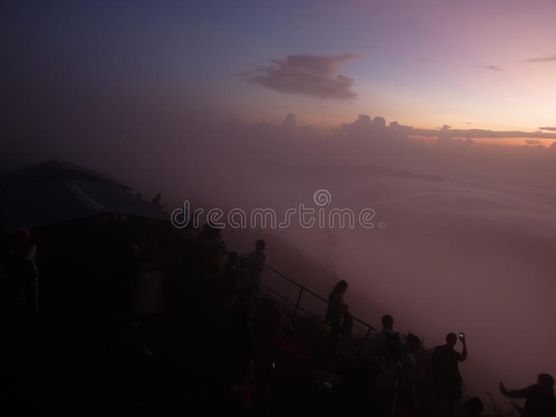 Bella alba sul vulcano Vista dal picco del vulcano di Batur fotografie stock