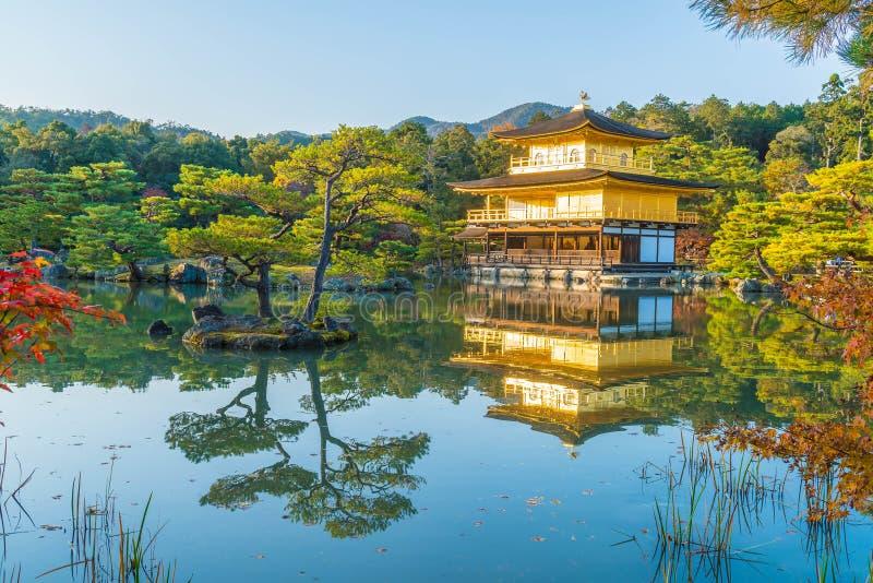 Bella architettura al tempio di Kinkakuji (il padiglione dorato) immagini stock