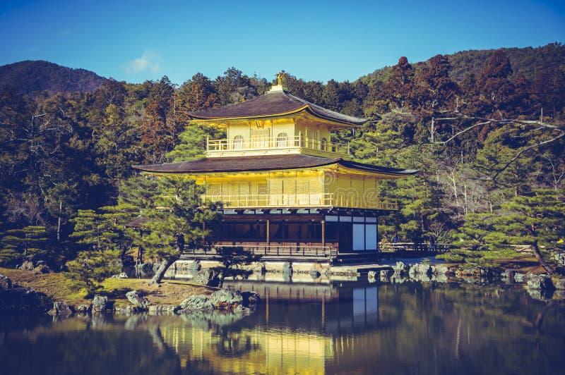 Bella architettura del tempio di Kinkakuji il padiglione dorato fotografie stock