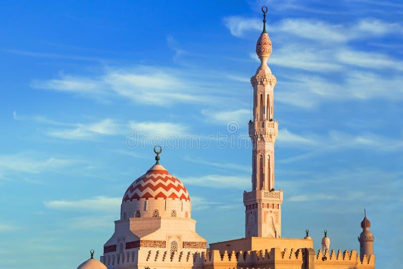 Bella architettura della moschea a Luxor fotografia stock libera da diritti