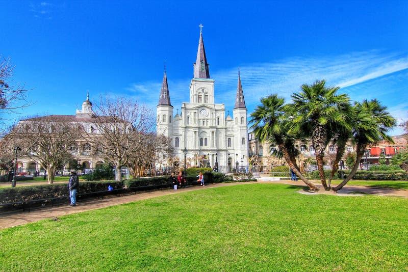 Bella architettura di Jackson Square e del san Louis Cathedral fotografia stock