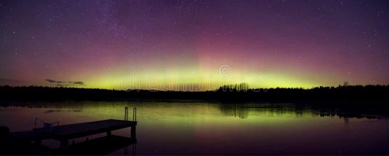 Bella aurora a dicembre immagini stock libere da diritti
