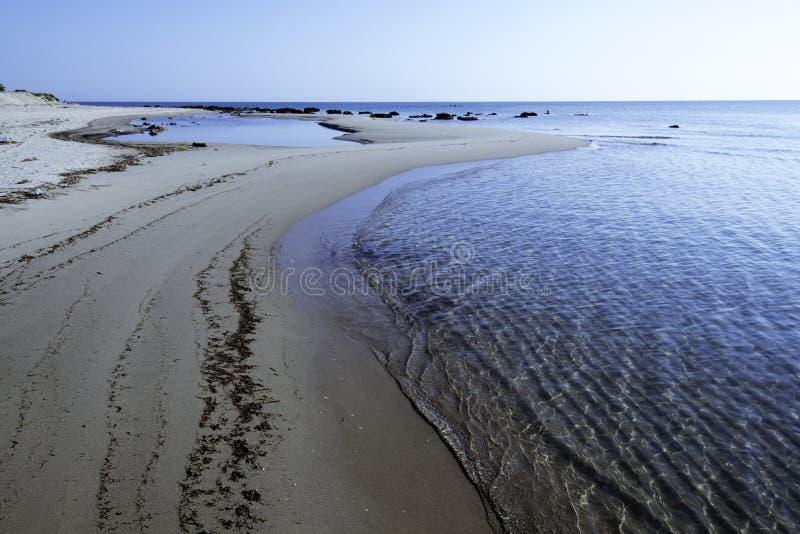 Bella baia con il mare e spiaggia in Vieste Gargano, Puglia, Ital fotografia stock libera da diritti