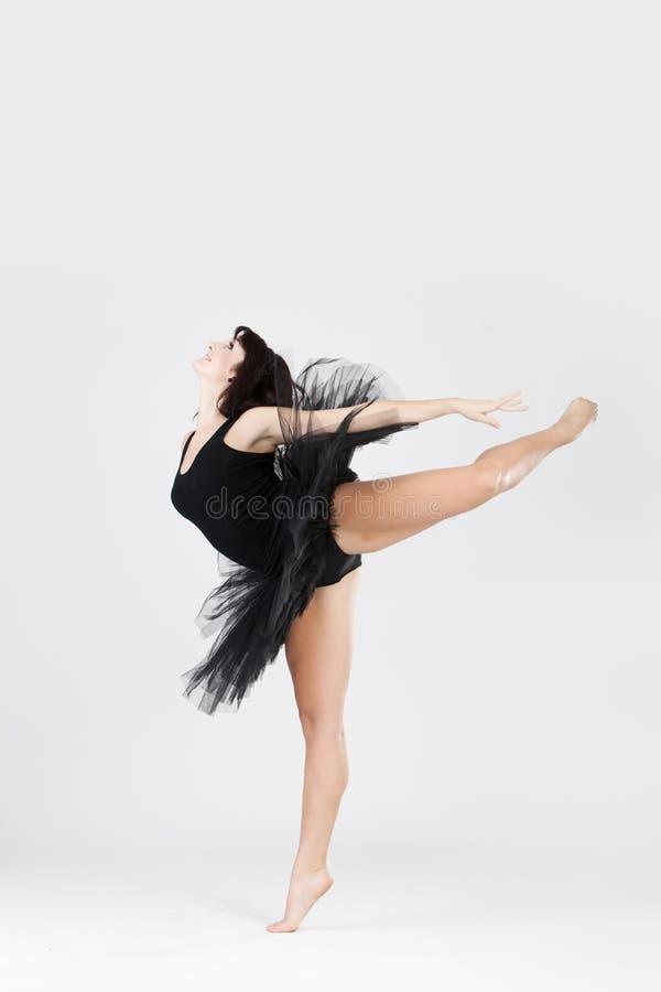 Bella ballerina che fa spaccatura fotografie stock