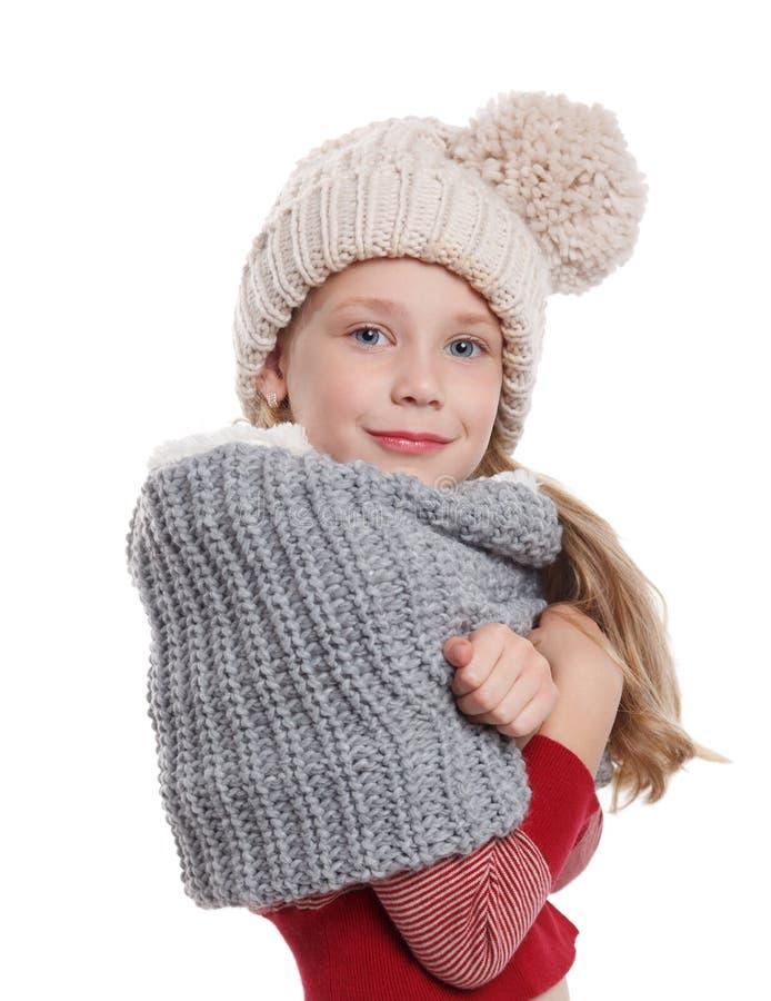 Bella bambina in accessori tricottati di inverno fotografie stock libere da diritti