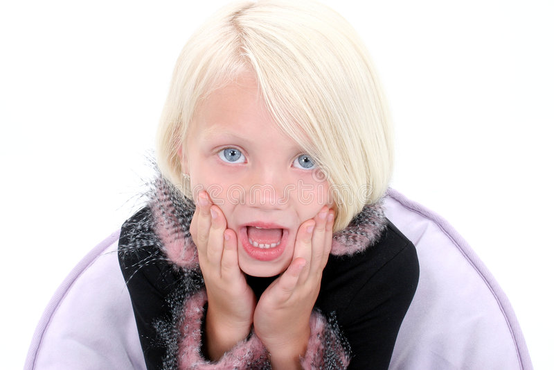Download Bella Bambina Con Le Mani Sul Fronte Che Sembra Scosso Fotografia Stock - Immagine di ragazza, biondo: 208280