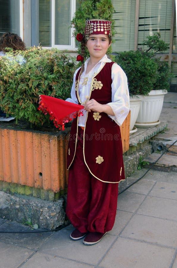 Bella bambina in costume turco tradizionale fotografia stock libera da diritti