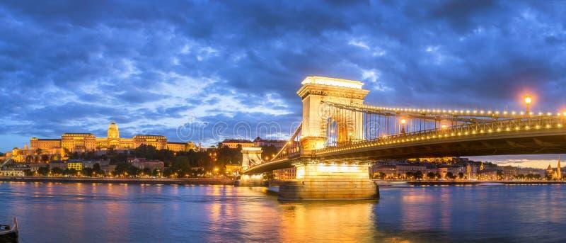Bella Budapest alla notte fotografia stock