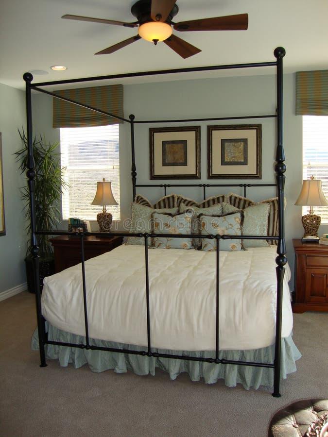Bella camera da letto fotografie stock