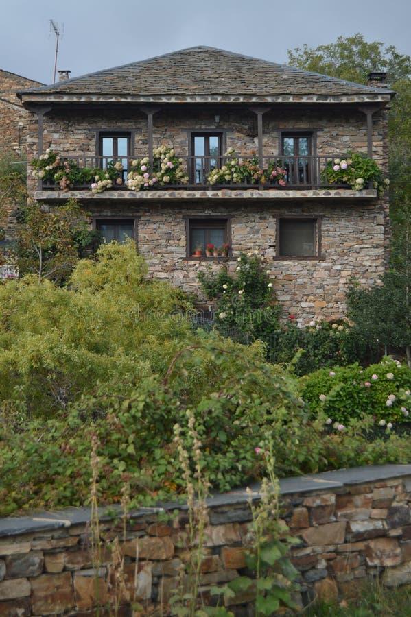 Bella Camera fatta dell'ardesia a Valverde De Los Arroyos 18 ottobre 2013 Valverde De Los Arroyos, villaggio nero, Guadalajara, immagine stock libera da diritti