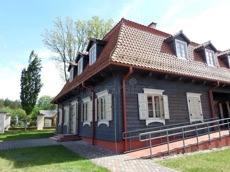 Bella casa della ricostruzione in Liskiava, Lituania fotografie stock libere da diritti